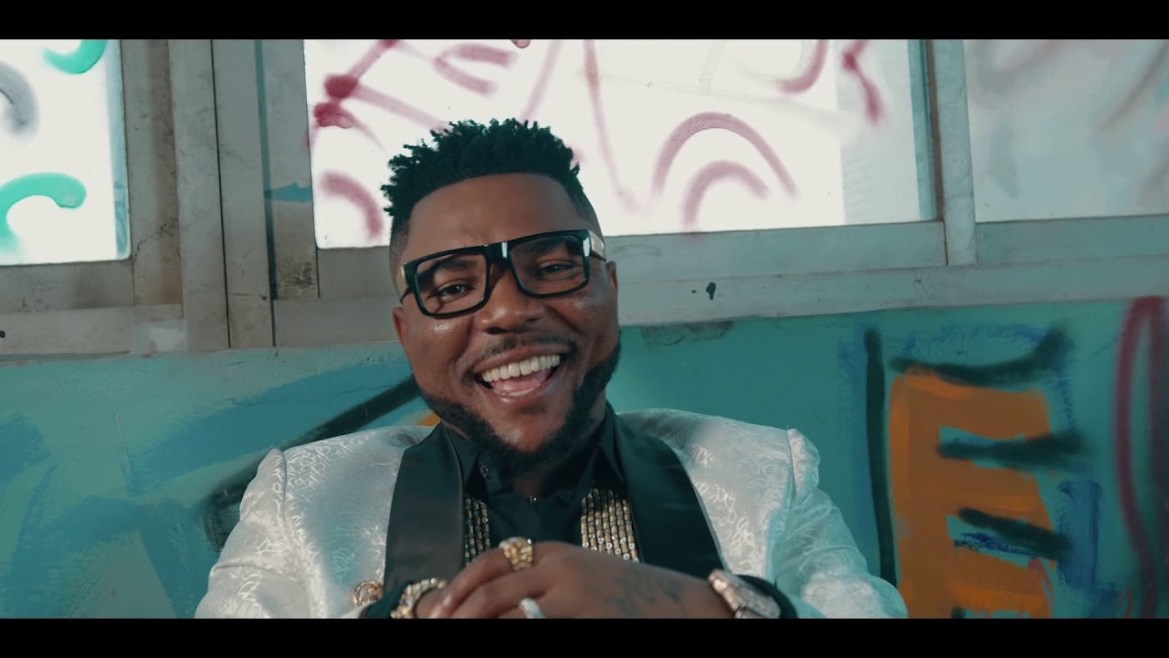 Oritse Femi - OGBEGBE (Audio + Video) Mp3 Mp4 Download